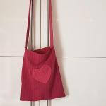 rote Stofftasche mit Herz