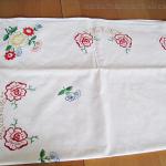 vintage handgestickte Tischdecke